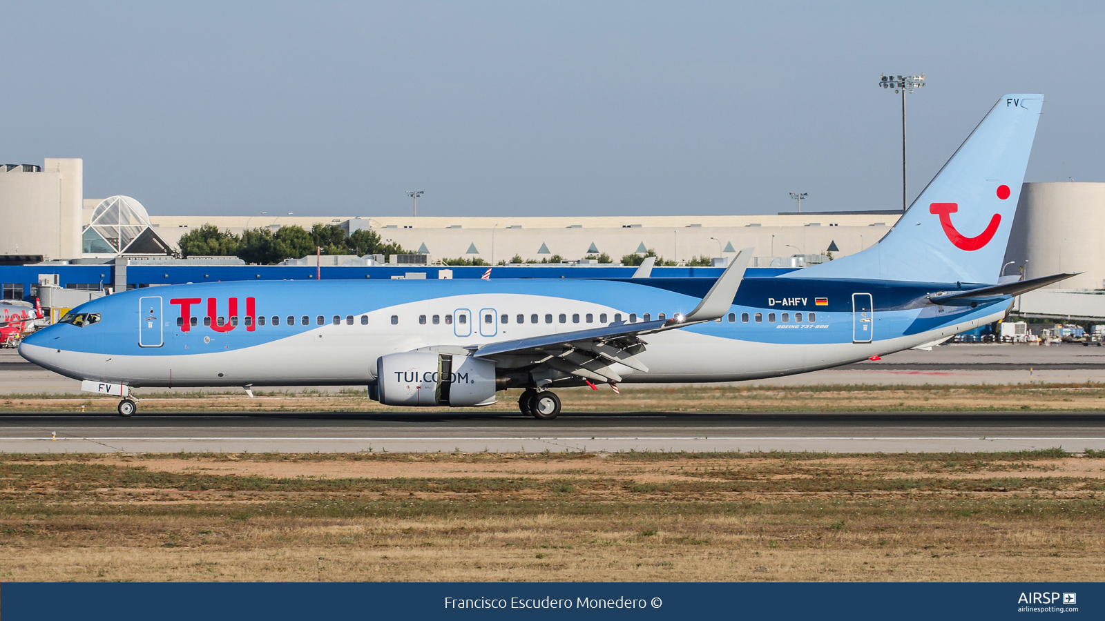 Tui Airways  Boeing 737-800  D-AHFV
