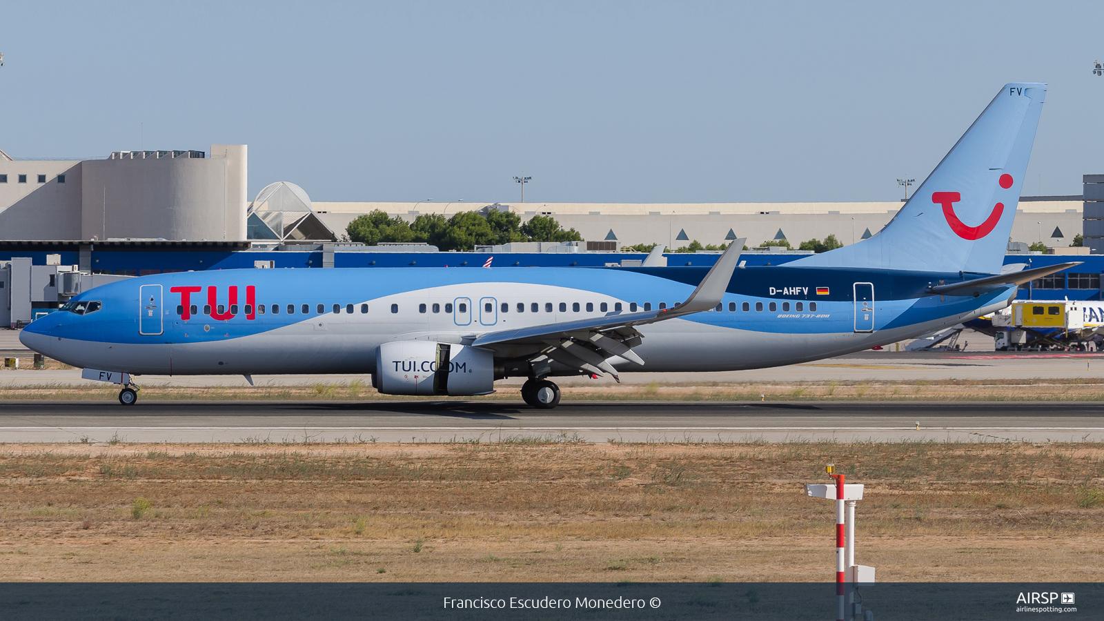 Tui Airways  Boeing 737-800  D-AHFV