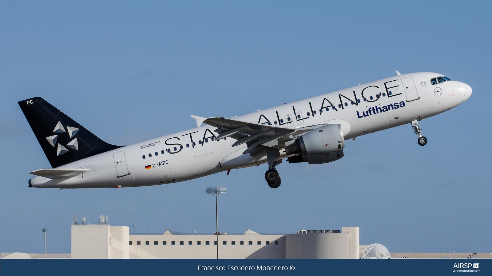 Lufthansa  Airbus A320  D-AIPC