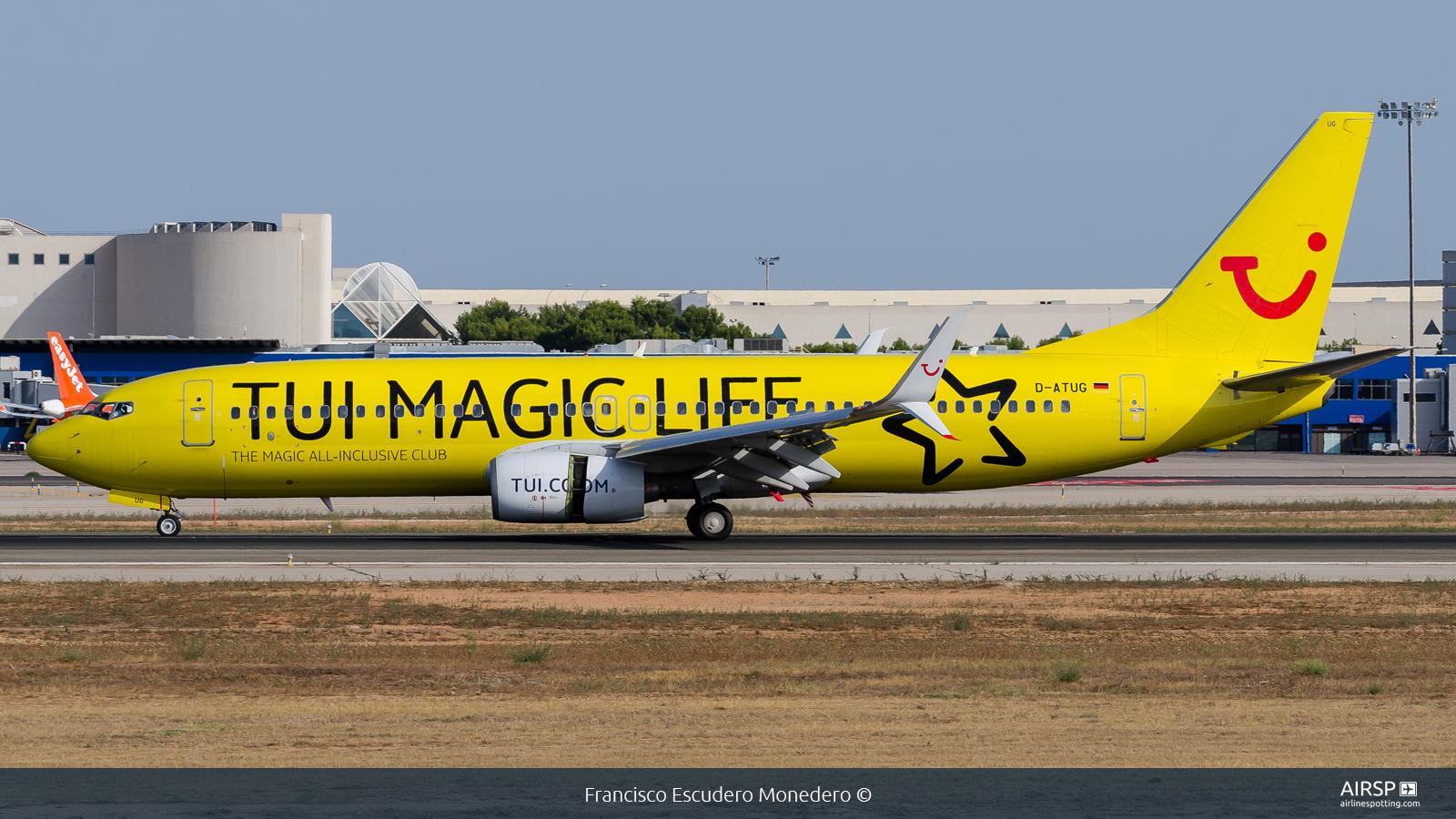 Tui Airways  Boeing 737-800  D-ATUG