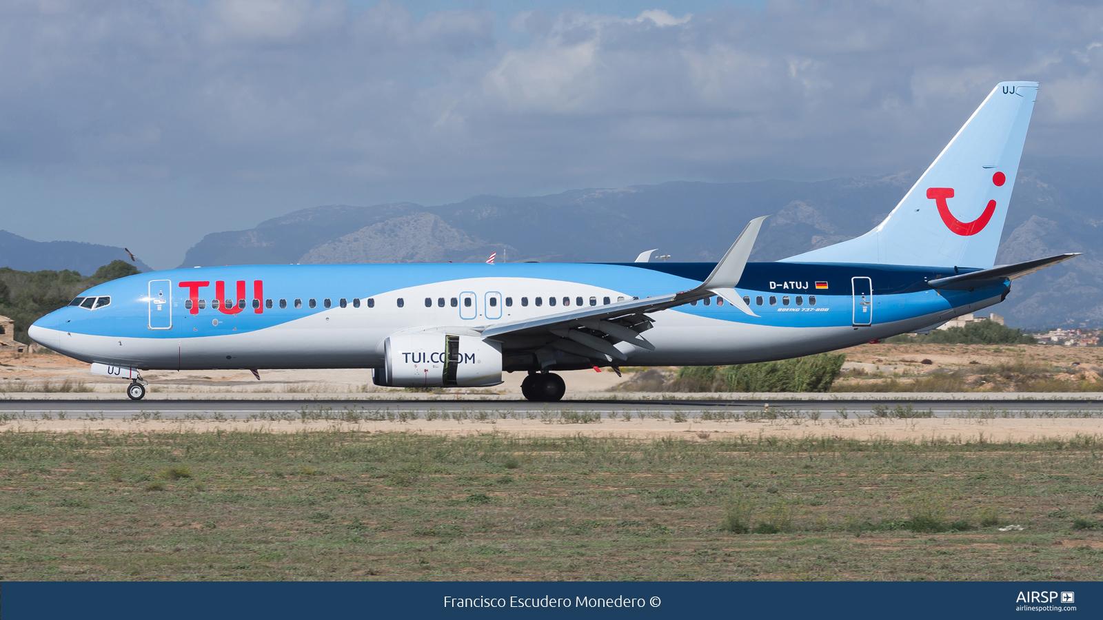 Tui Airways  Boeing 737-800  D-ATUJ