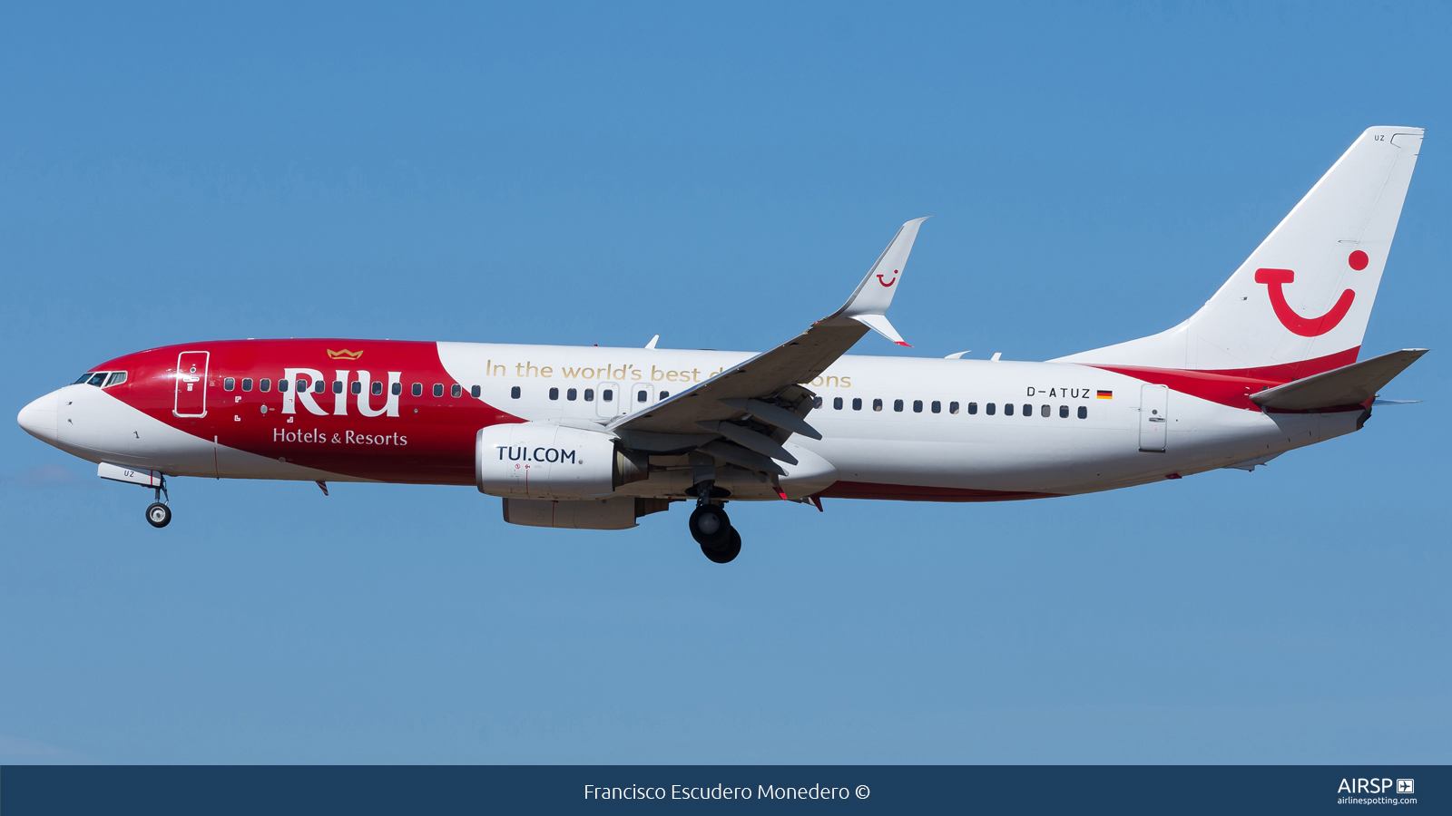 Tui Airways  Boeing 737-800  D-ATUZ