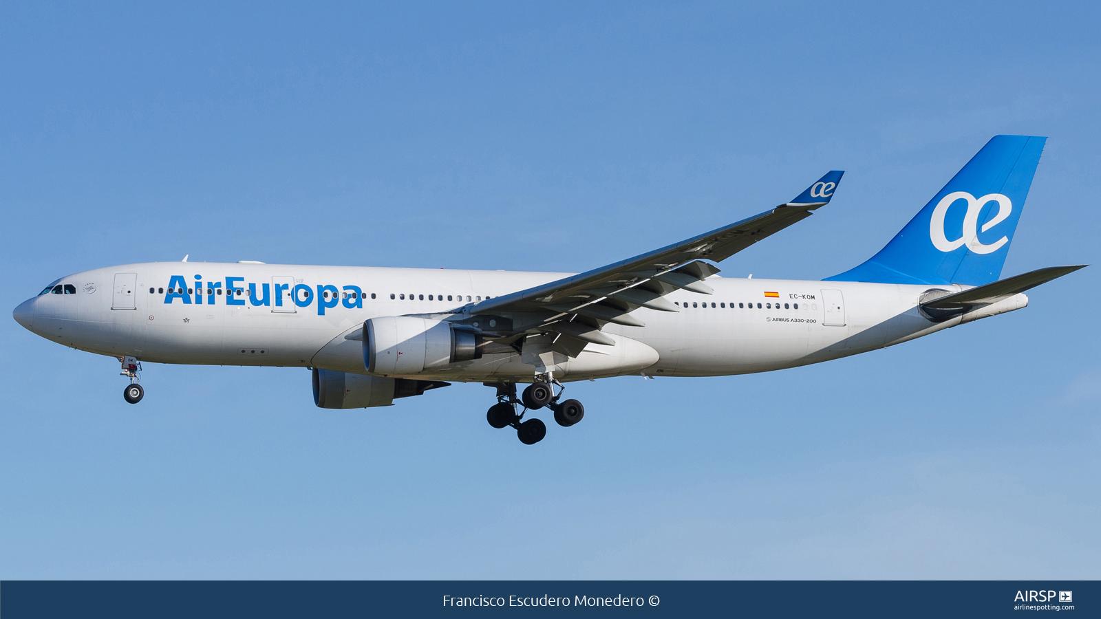 Air Europa  Airbus A330-200  EC-KOM