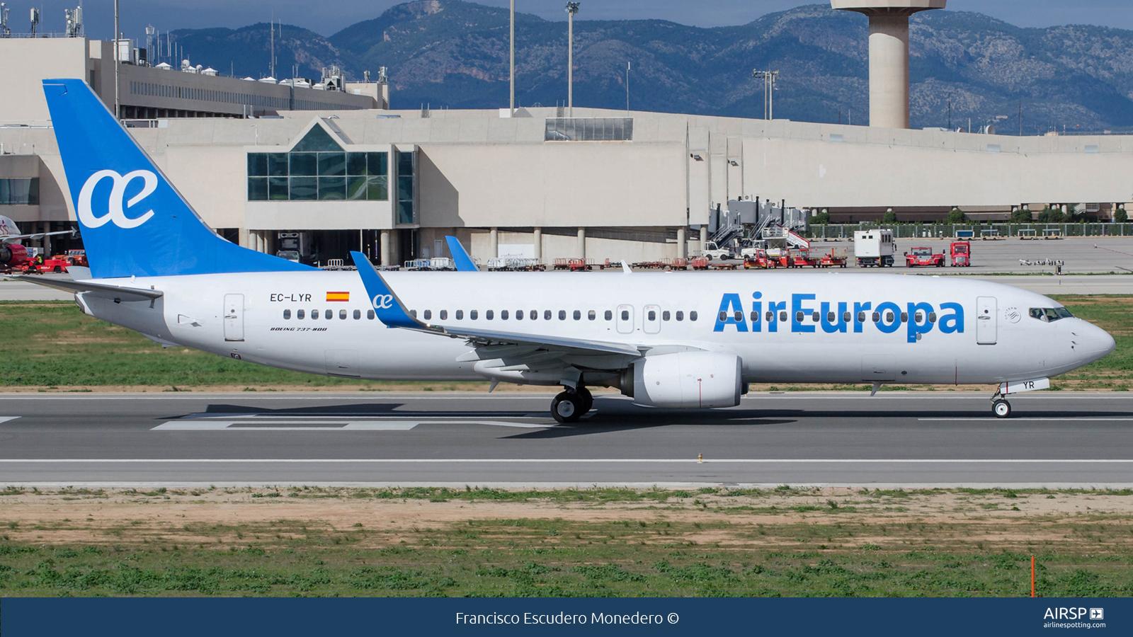 Air Europa  Boeing 737-800  EC-LYR