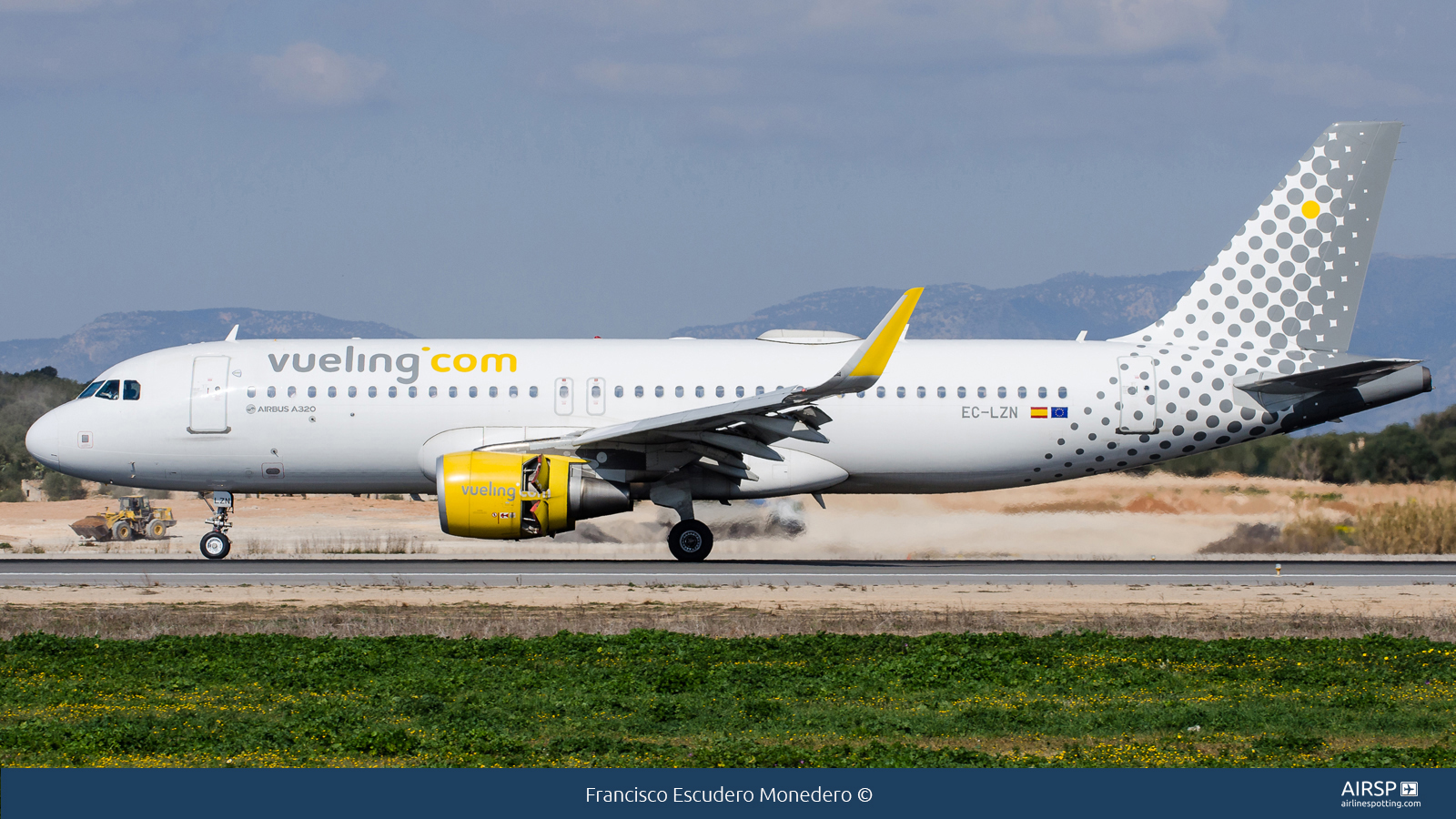 Vueling  Airbus A320  EC-LZN