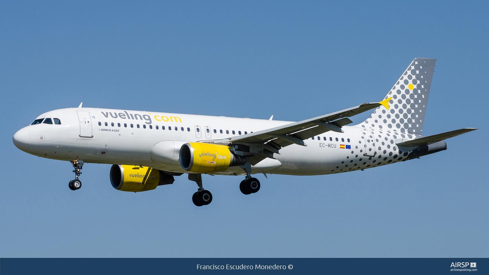 Vueling  Airbus A320  EC-MCU