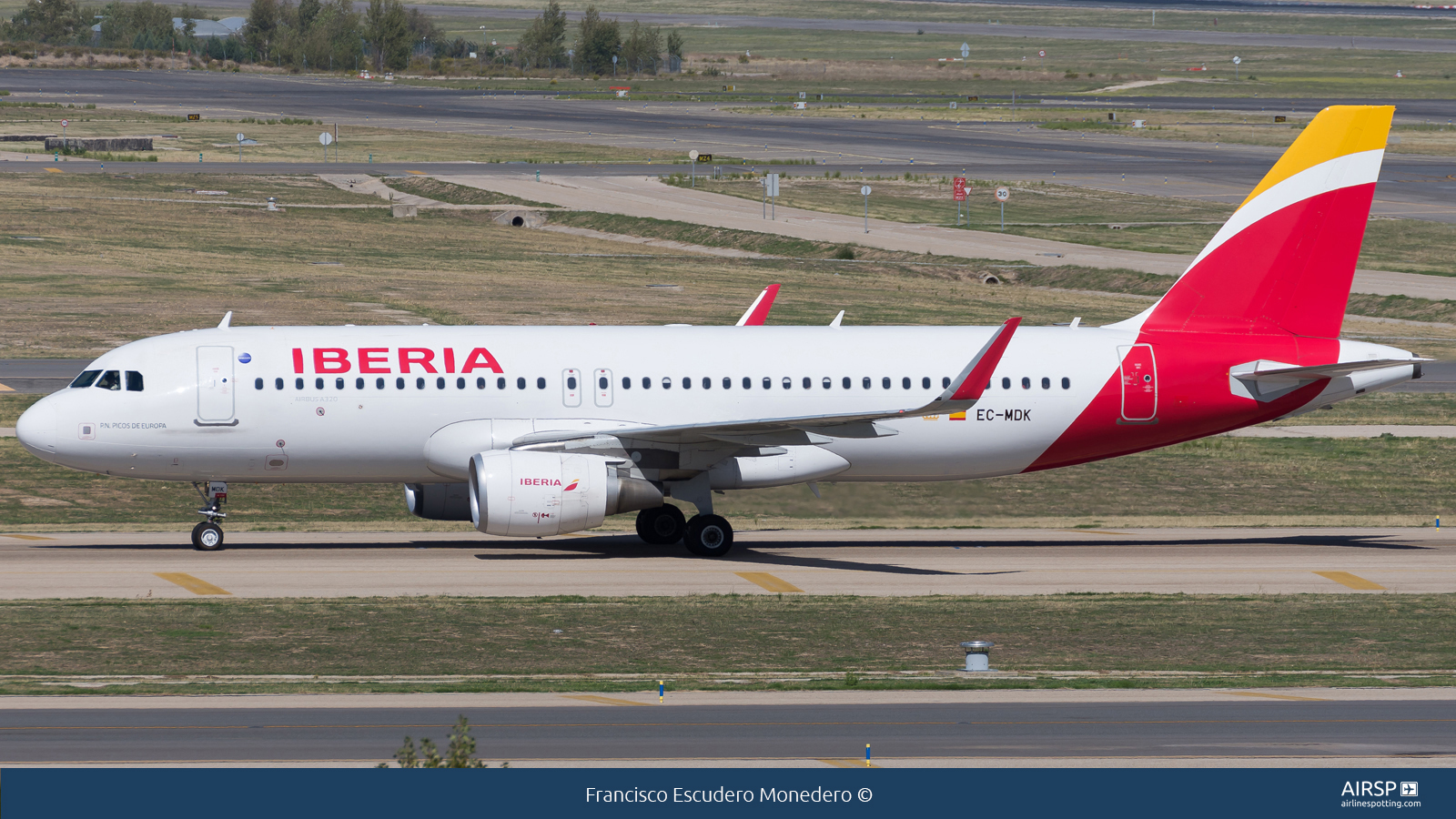 Iberia  Airbus A320  EC-MDK