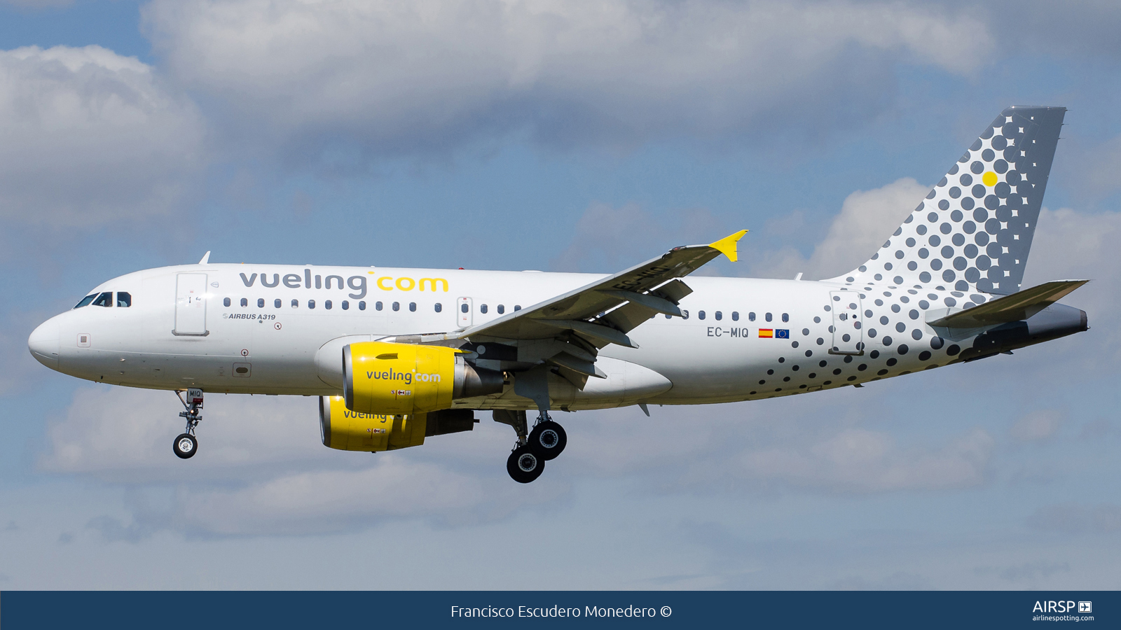 VuelingAirbus A319EC-MIQ
