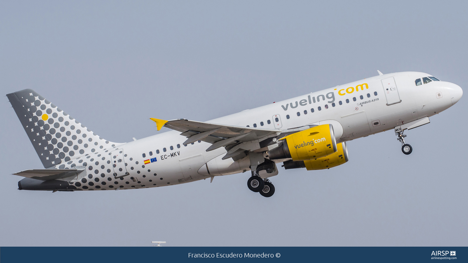 Vueling  Airbus A319  EC-MKV