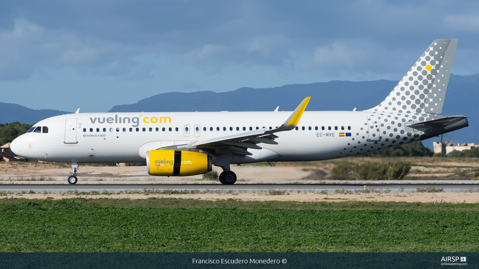 Vueling  Airbus A320  EC-MVE