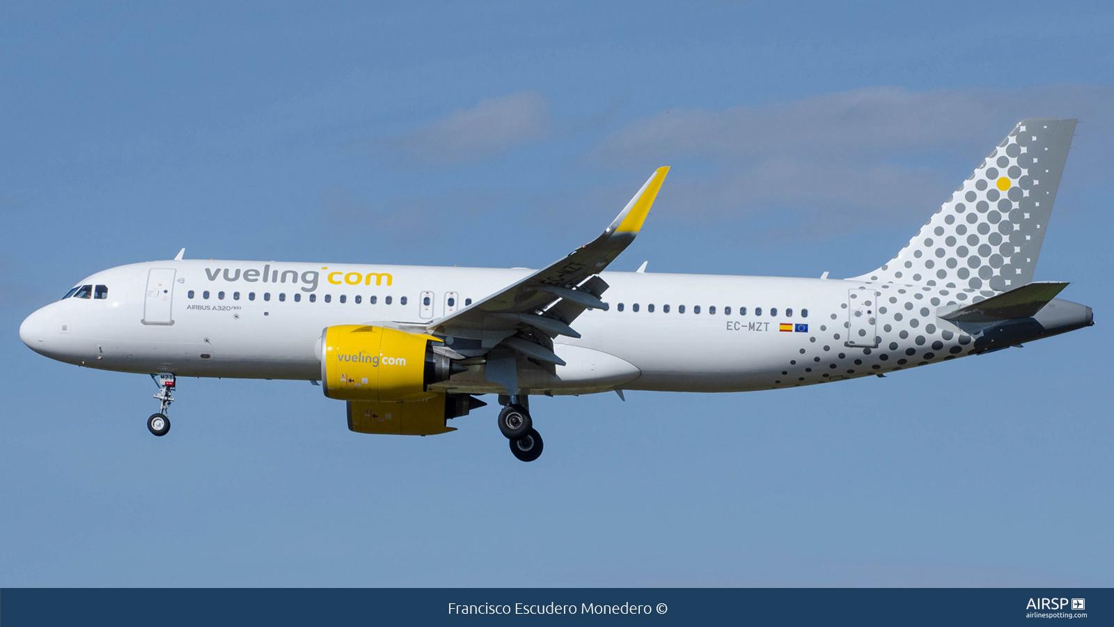 VuelingAirbus A320neoEC-MZT