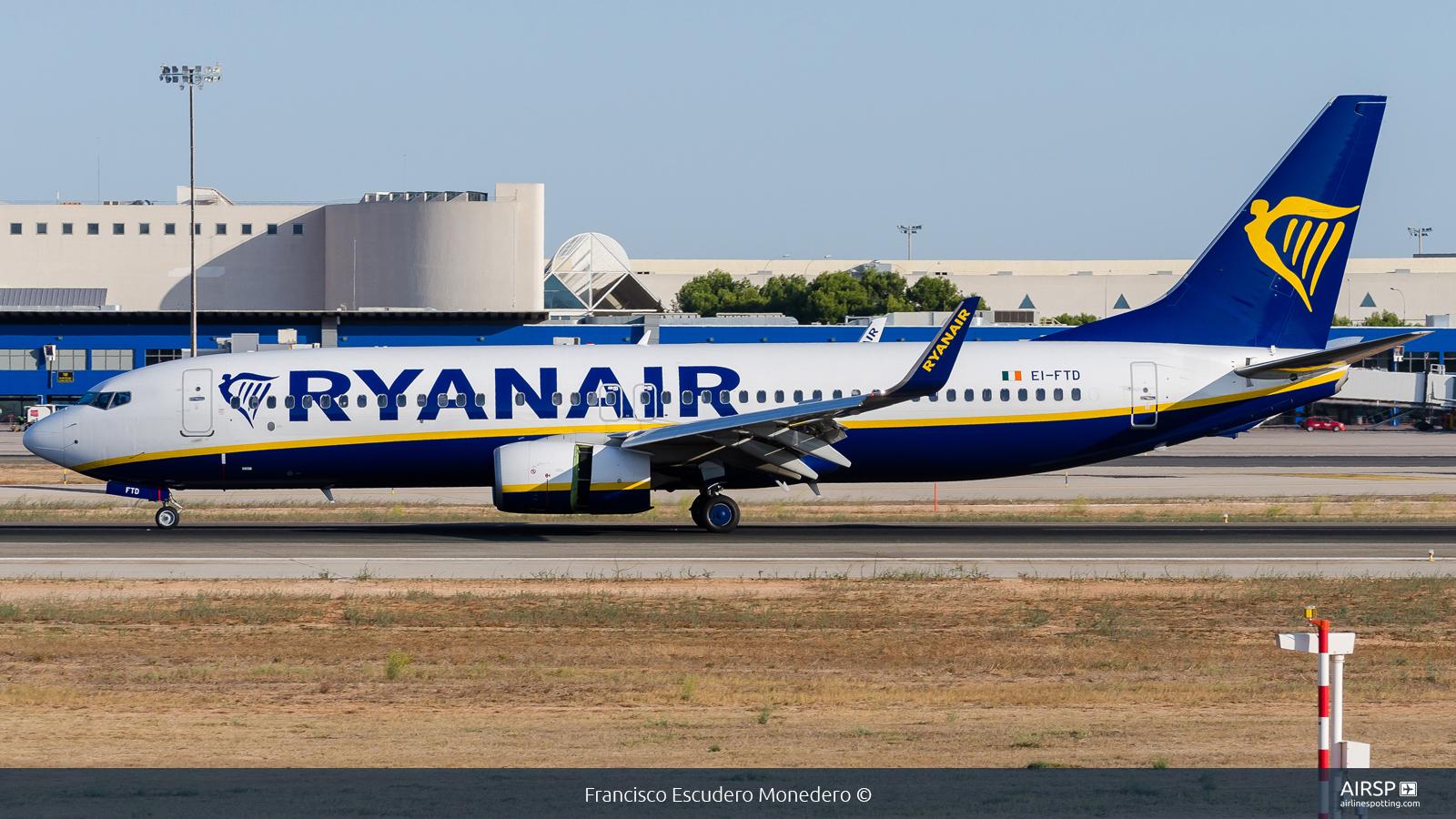 Ryanair  Boeing 737-800  EI-FTD