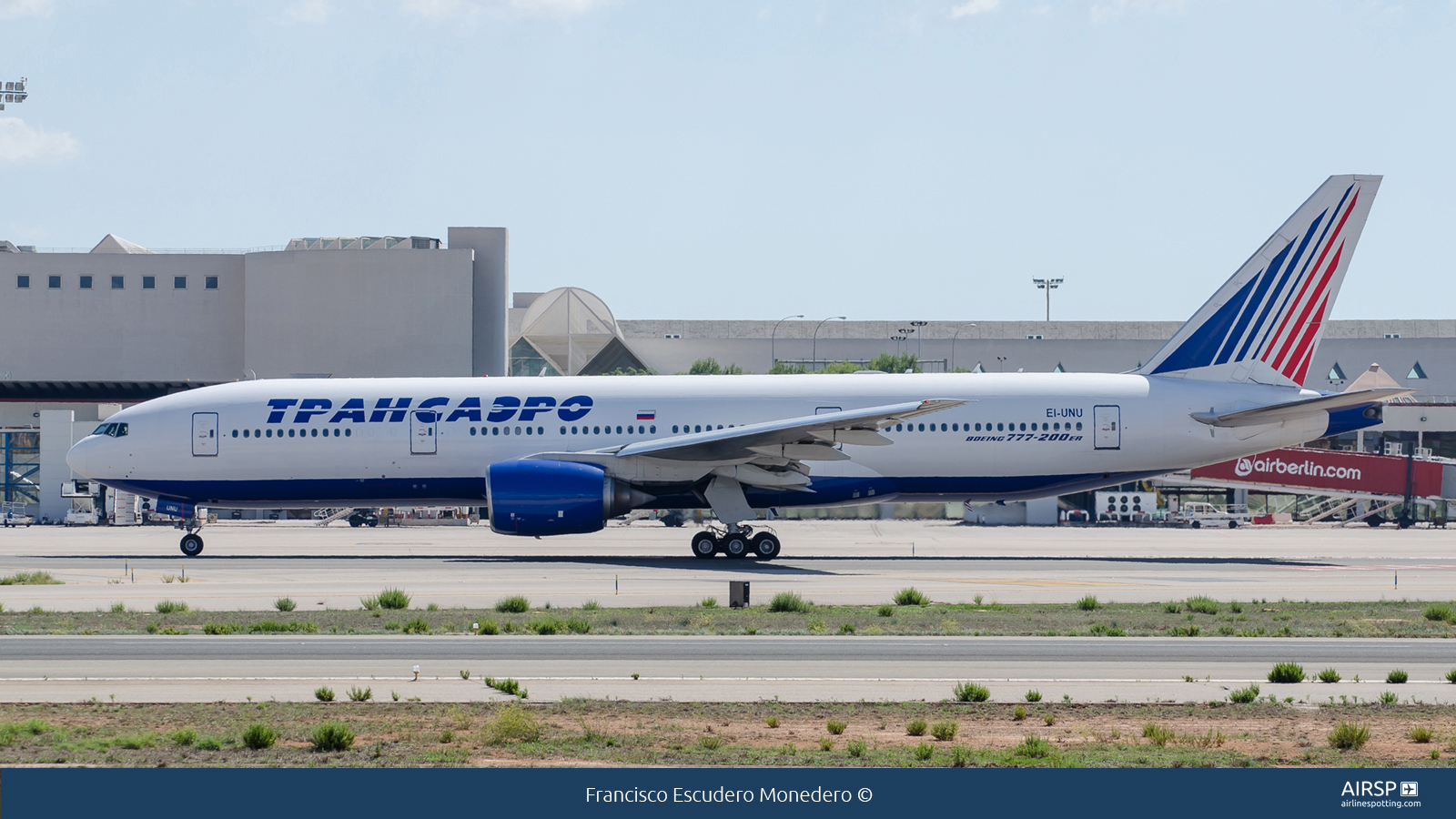 Transaero Airlines  Boeing 777-200  EI-UNU