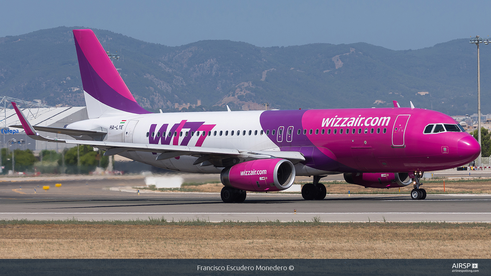Wizz Air  Airbus A320  HA-LYE