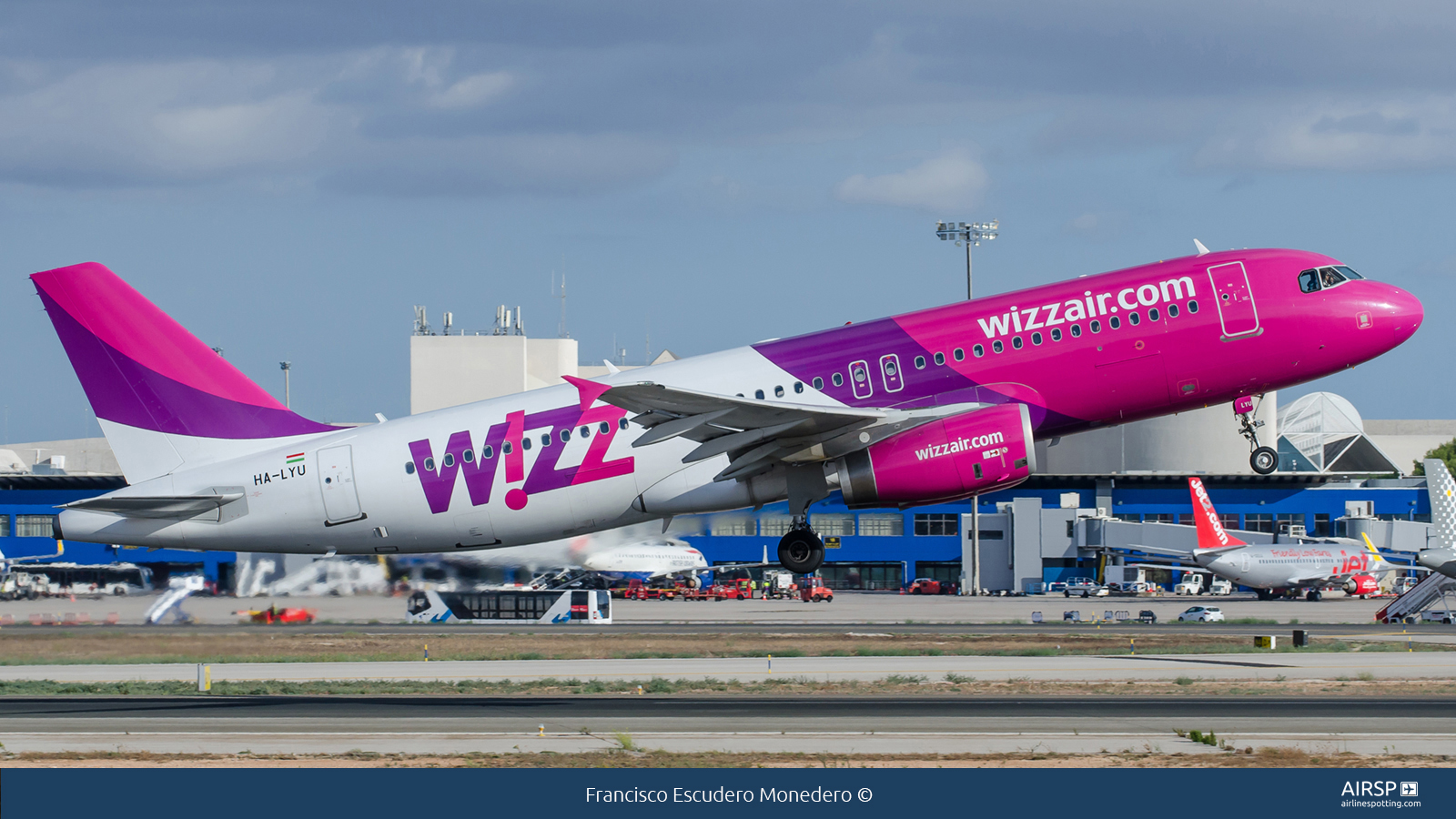 Wizz Air  Airbus A320  HA-LYU