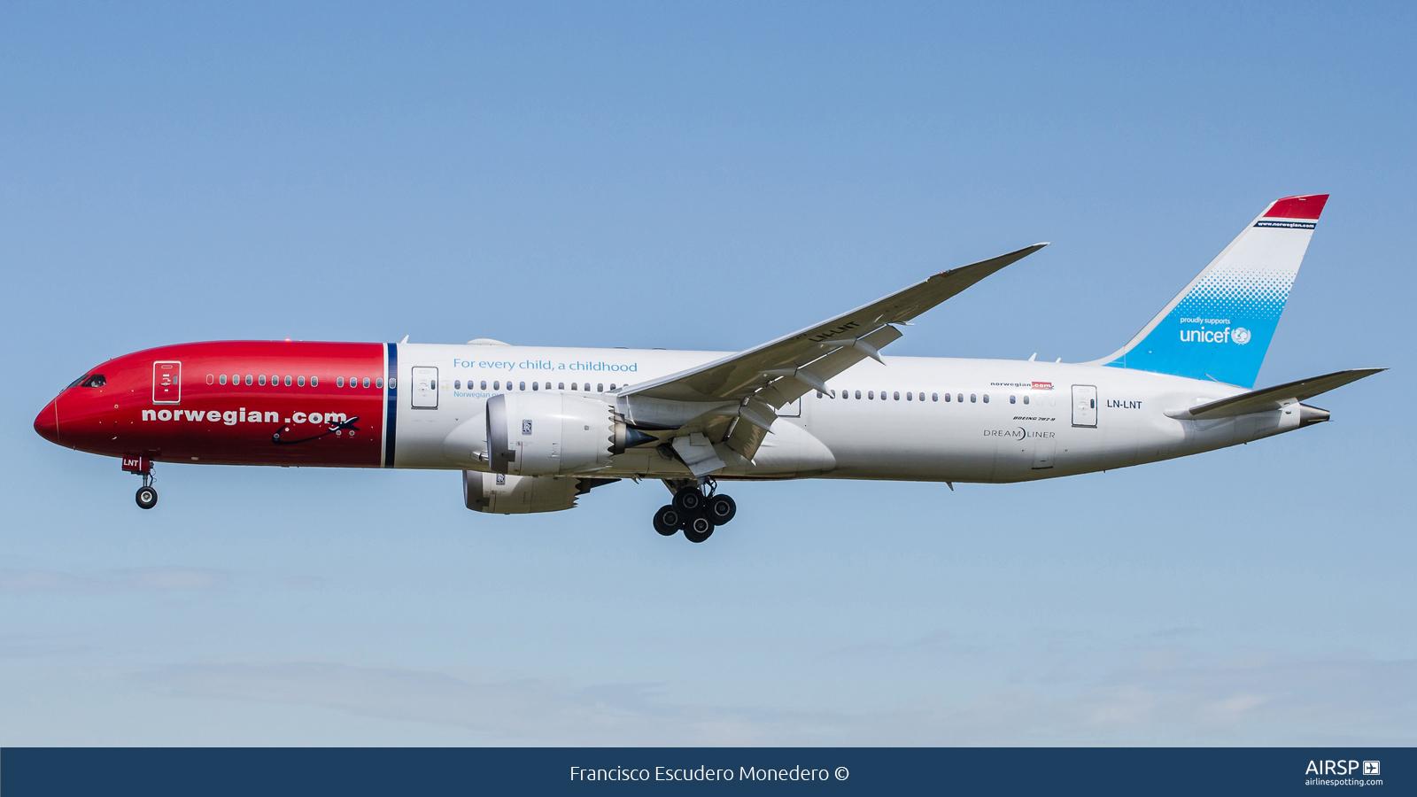 Norwegian  Boeing 787-9  LN-LNT