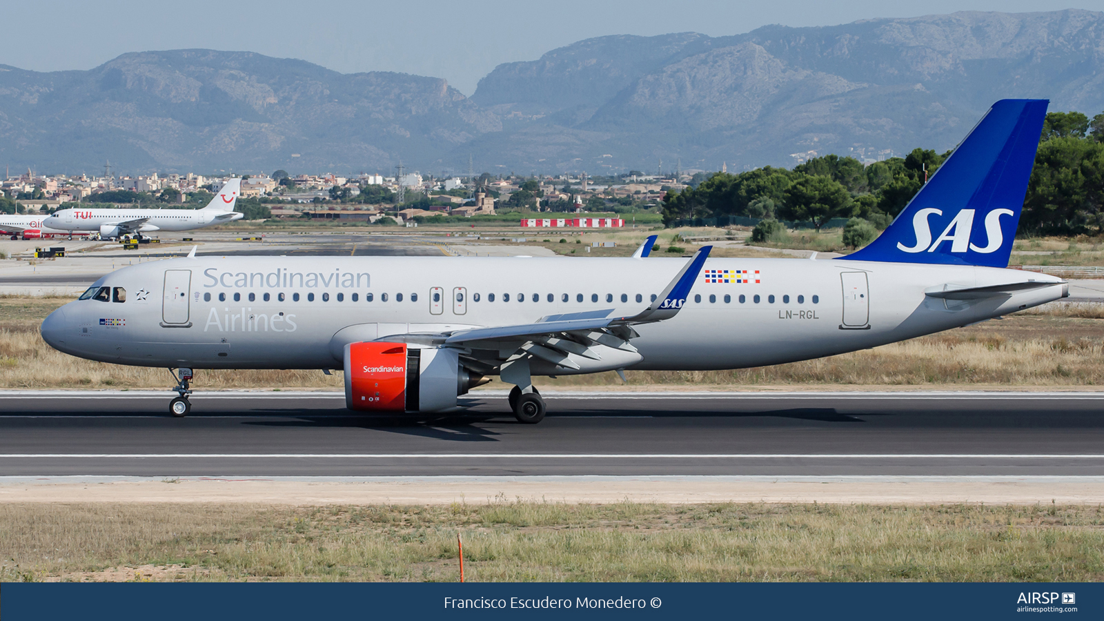 SAS Scandinavian AirlinesAirbus A320neoLN-RGL