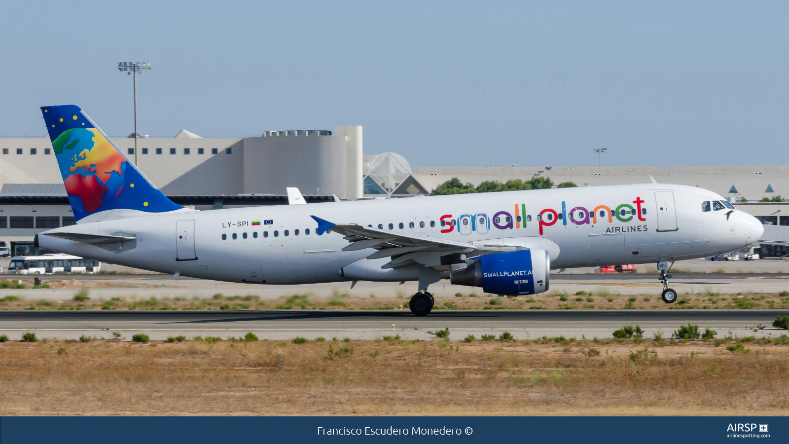 Small Planet AirlinesAirbus A320LY-SPI