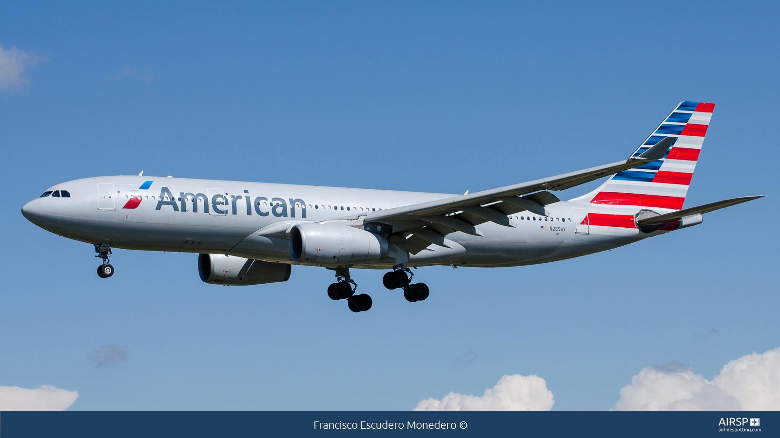 American Airlines  Airbus A330-200  N285AY