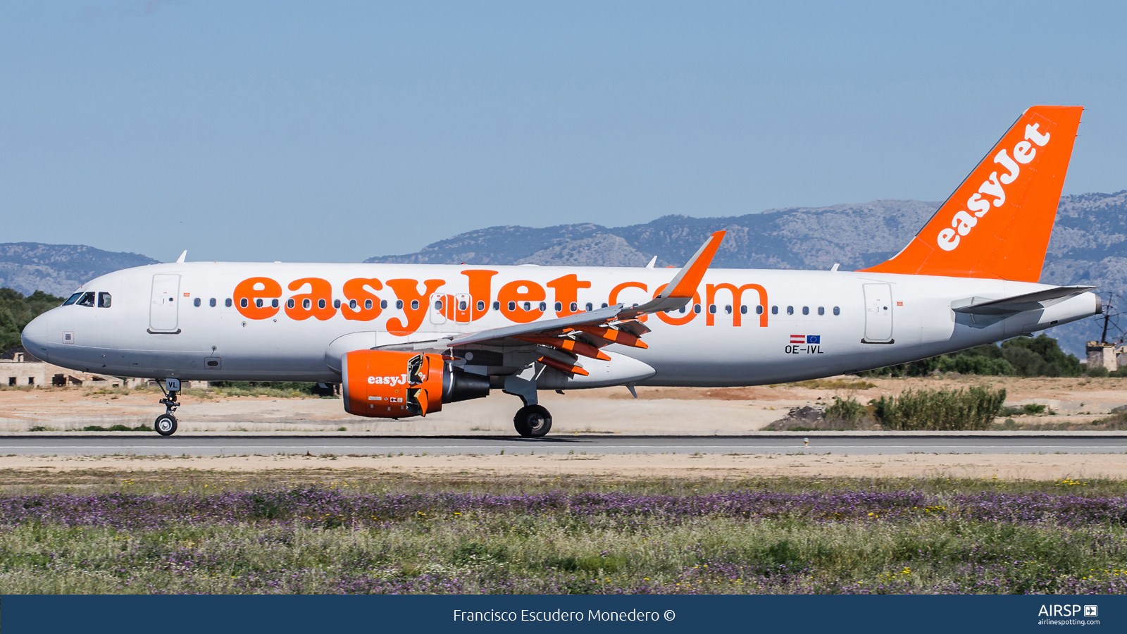 Easyjet  Airbus A320  OE-IVL