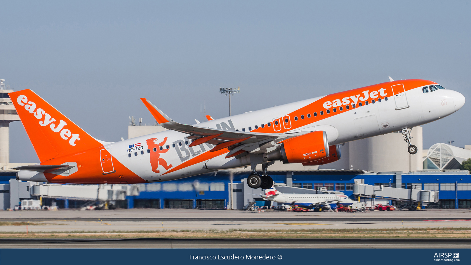 Easyjet  Airbus A320  OE-IZQ