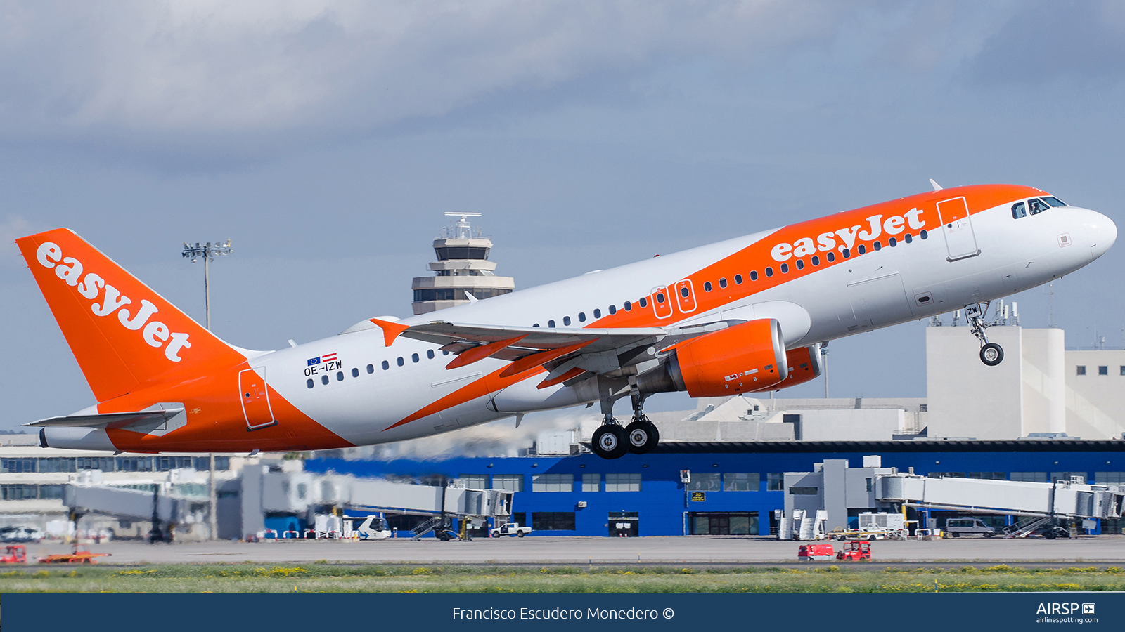 Easyjet  Airbus A320  OE-IZW