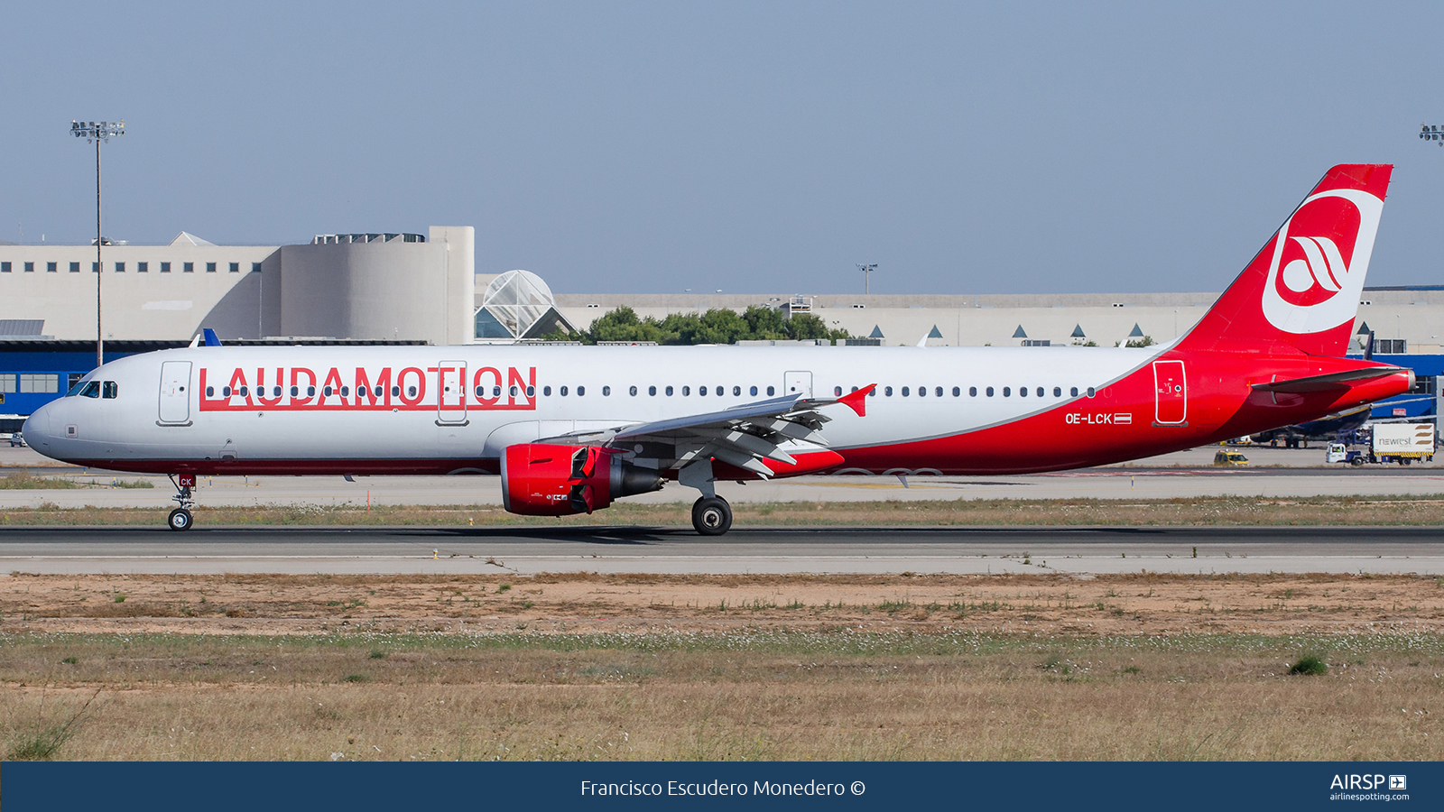 Laudamotion  Airbus A321  OE-LCK