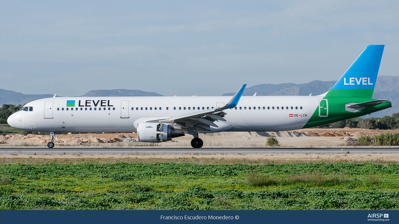 LevelAirbus A321OE-LCR