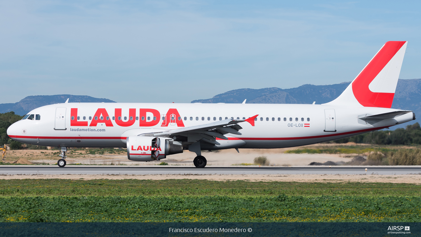 Laudamotion  Airbus A320  OE-LOX