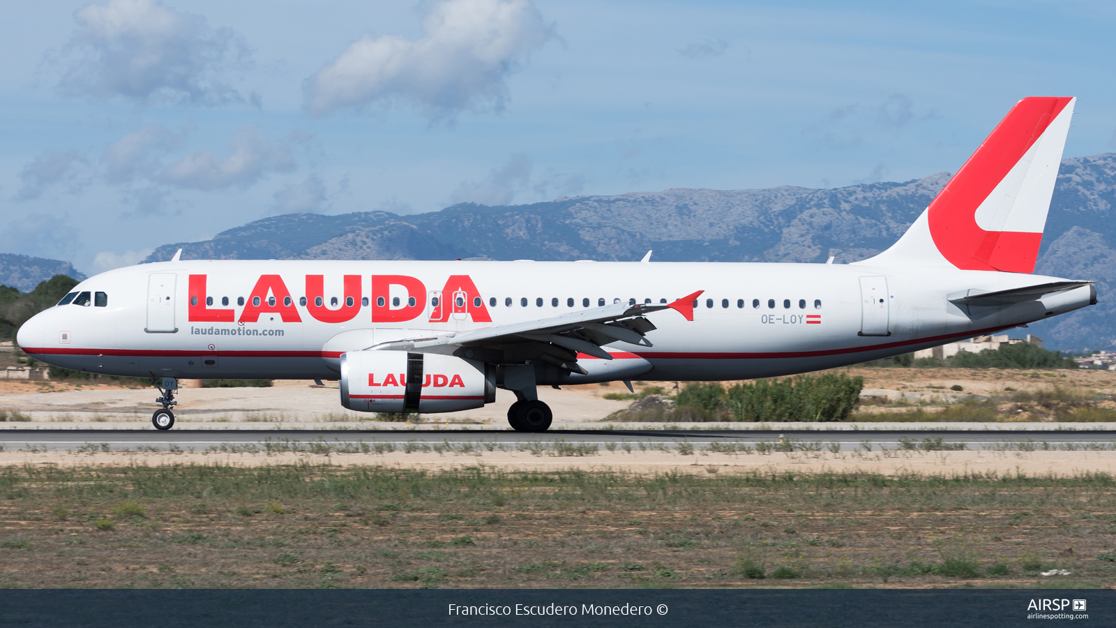 Laudamotion  Airbus A320  OE-LOY