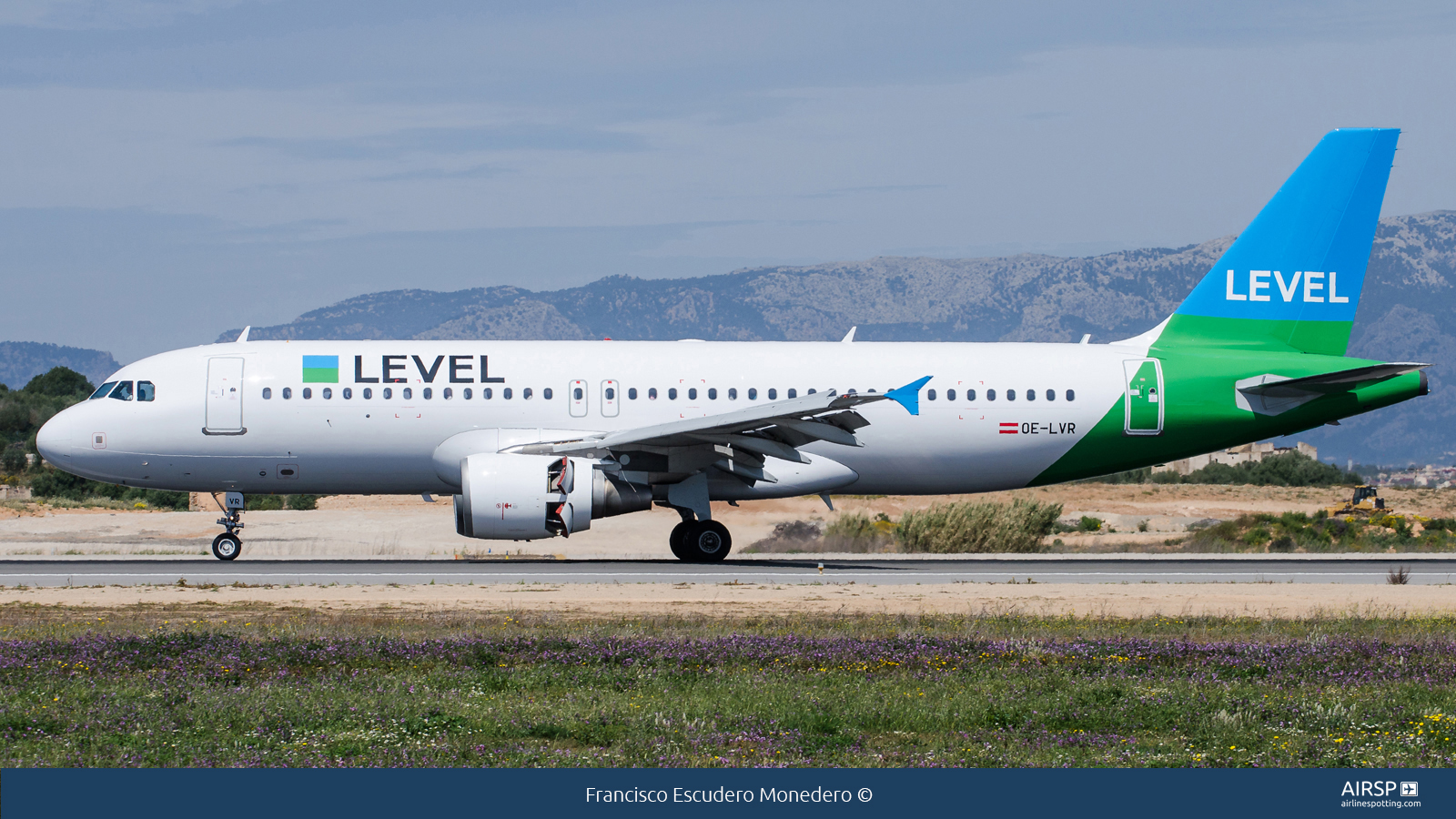 Level  Airbus A320  OE-LVR