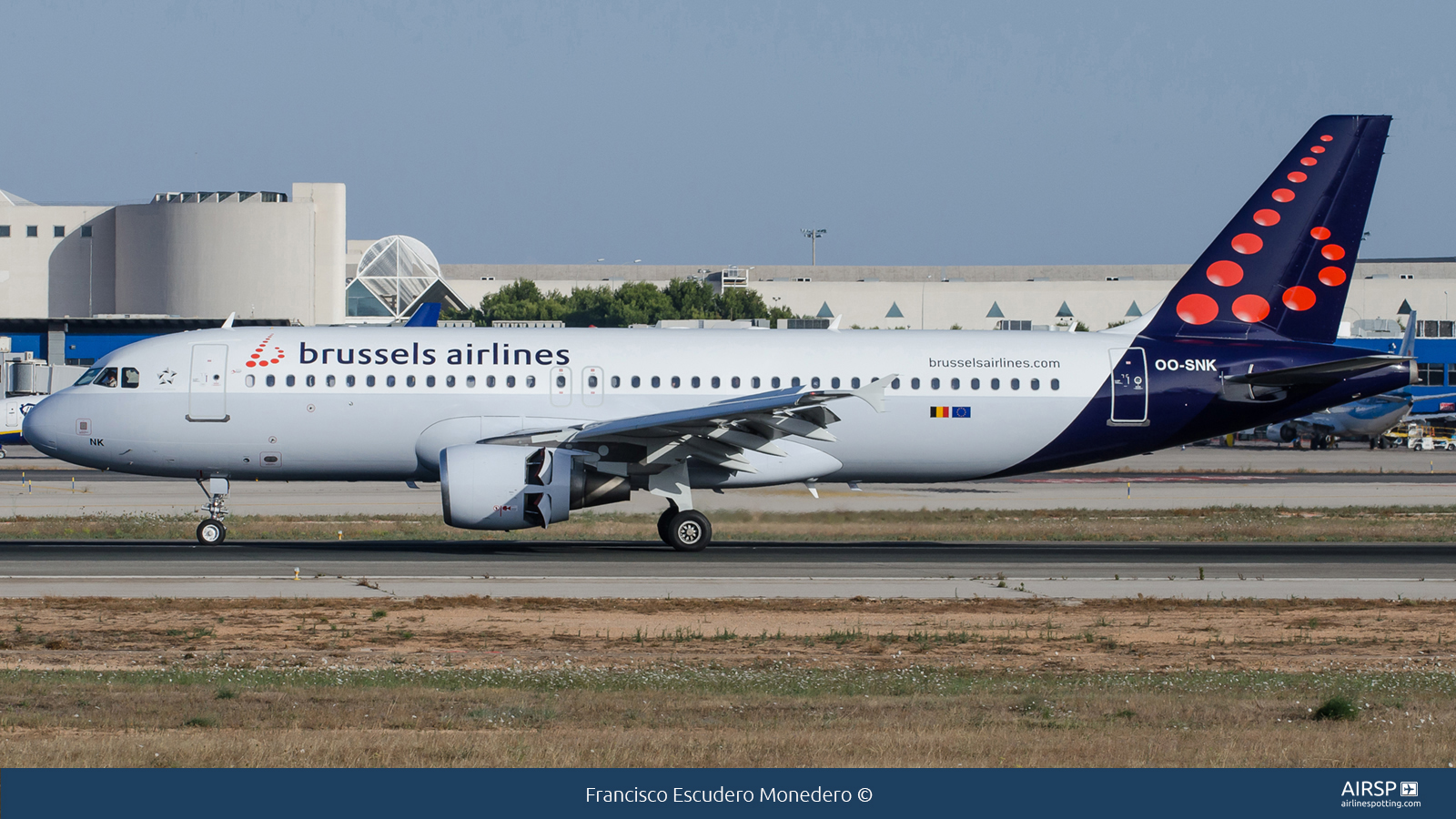 Brussels Airlines  Airbus A320  OO-SNK