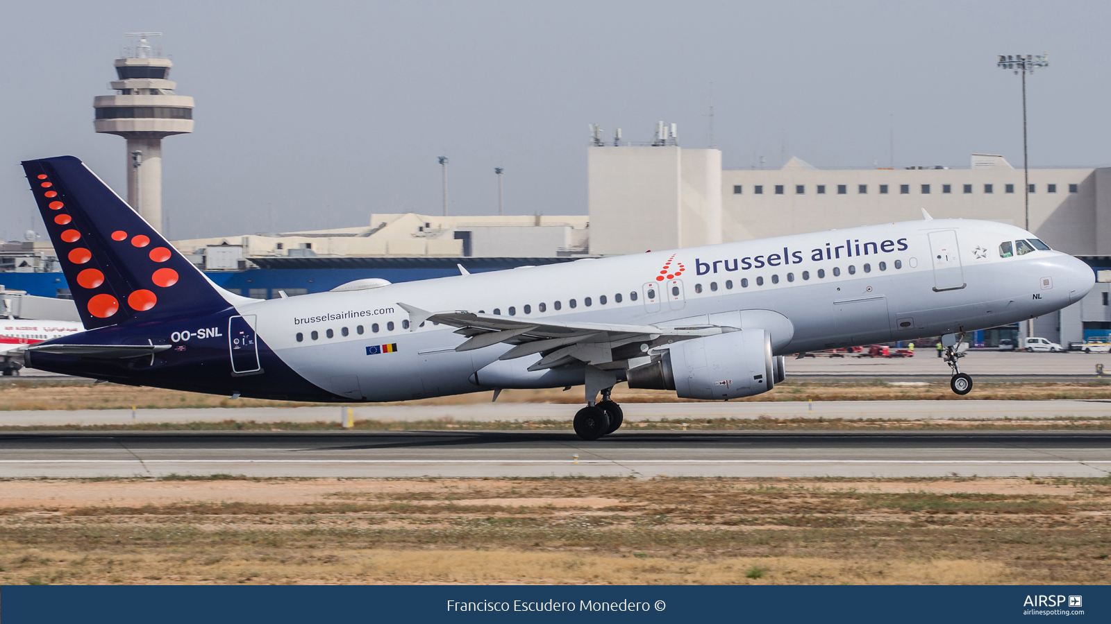 Brussels Airlines  Airbus A320  OO-SNL