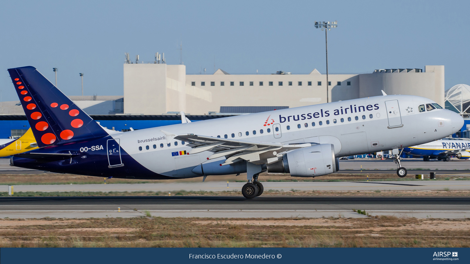 Brussels Airlines  Airbus A319  OO-SSA