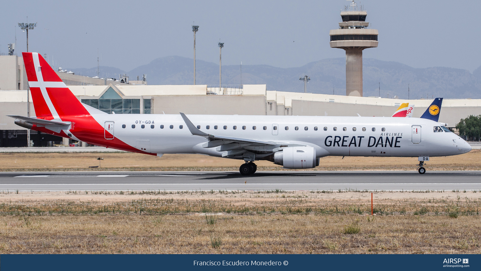 Great Dane Airlines  Embraer E195  OY-GDA
