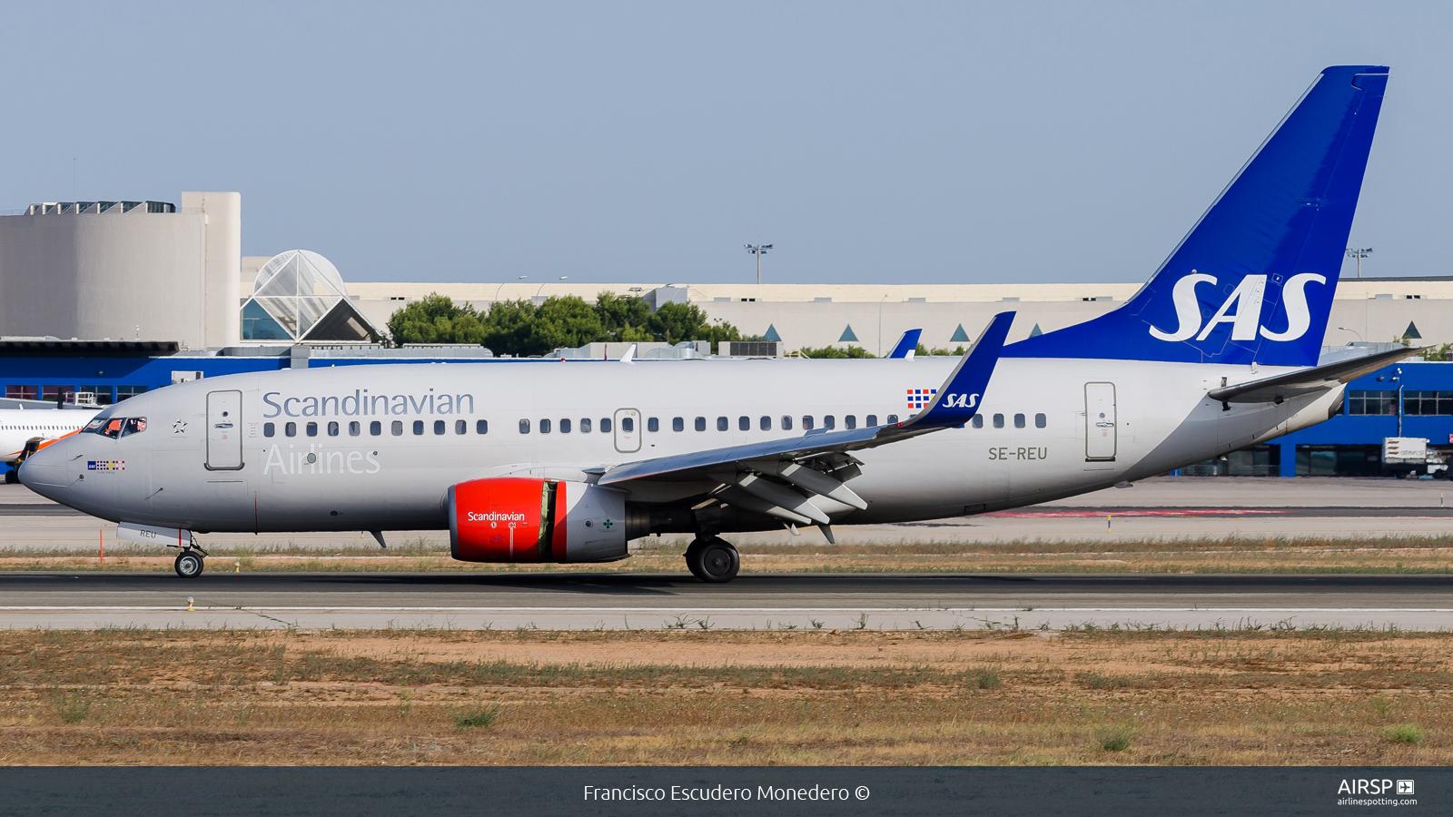 SAS Scandinavian Airlines  Boeing 737-700  SE-REU