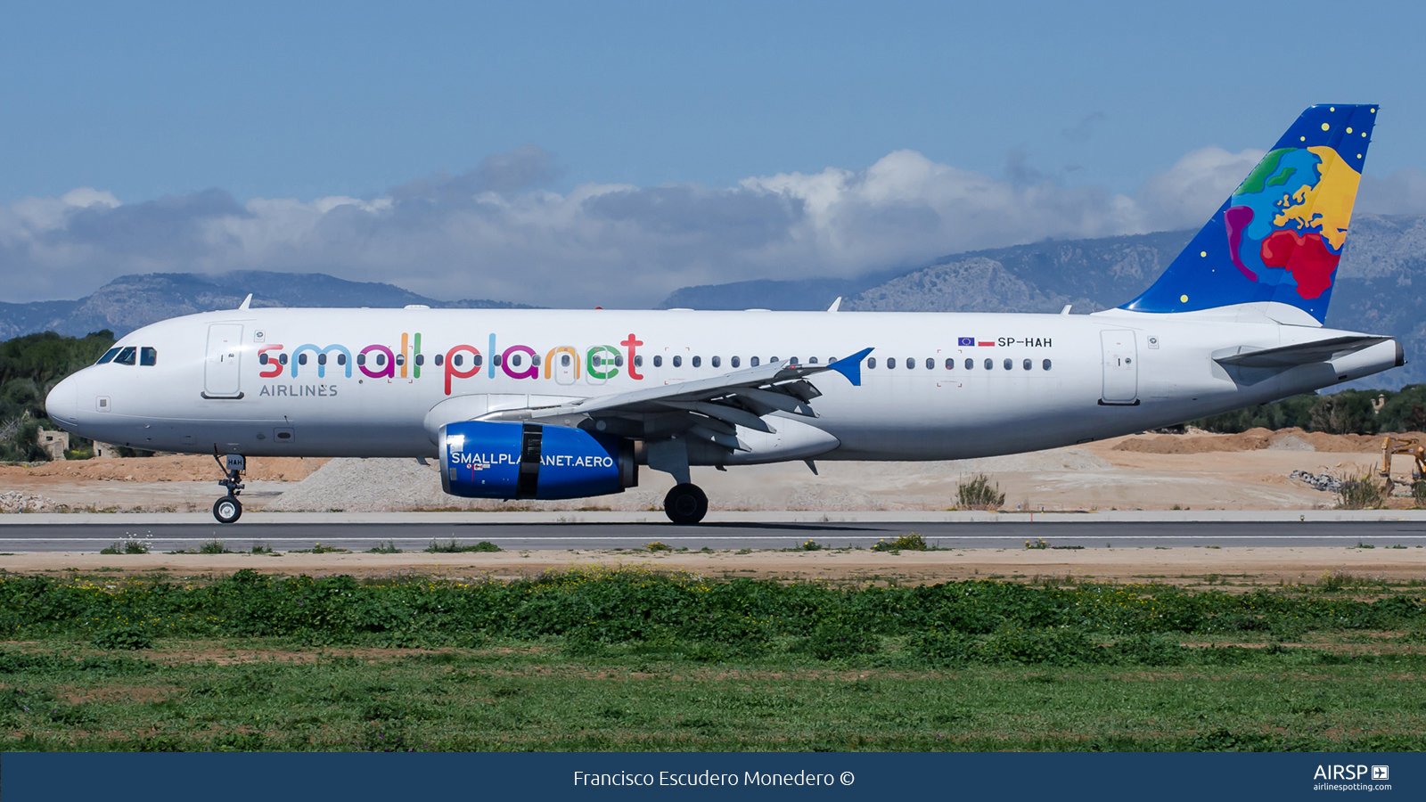 Small Planet Airlines  Airbus A320  SP-HAH